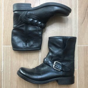 STEVE MADDEN Round toe ankle boots .